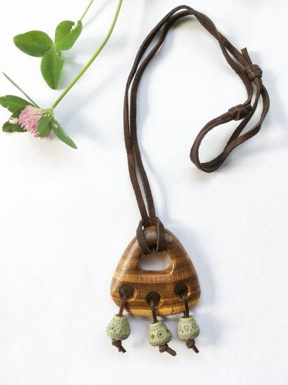Деревянный кулон из дуба с керамикой