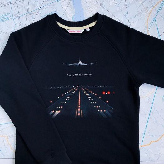 Свитшот с принтом в виде взлётной полосы и самолёта