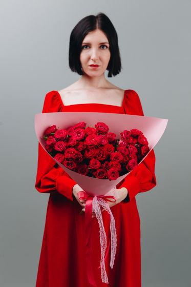 """Монобукет из пионовидной кустовой розы """"Lady in red"""""""