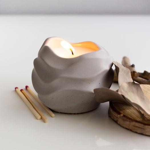 Ароматическая свеча в бетоне Волна