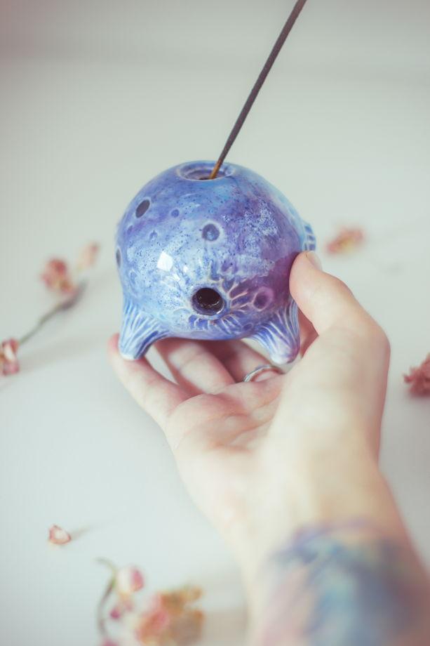 Керамический держатель для благовоний в форме луны