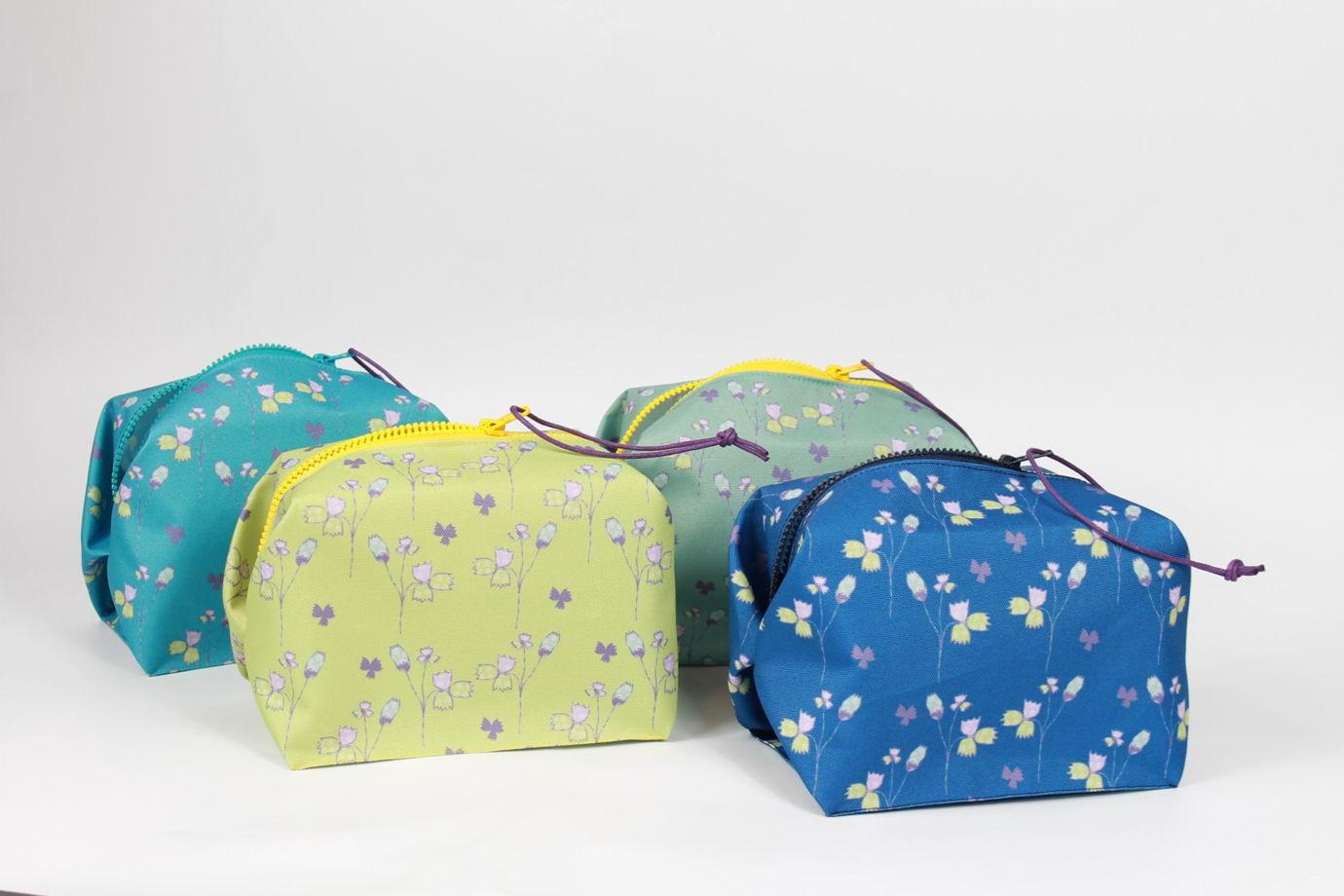 Многофункциональная косметичка - контейнер FishCard с синим цветочным орнаментом