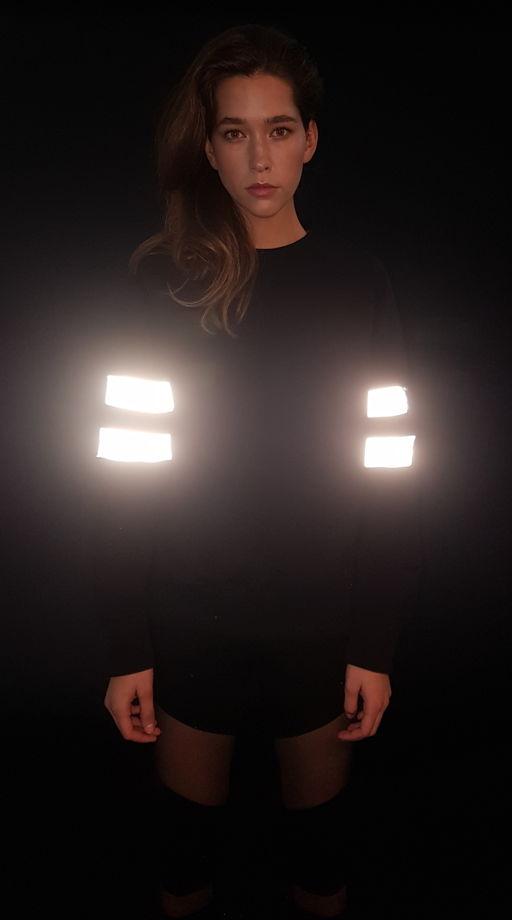 Свитшот с двойными лампасами.