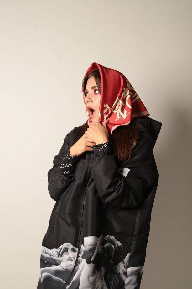 Шёлковый красный платок «Форс» с символами