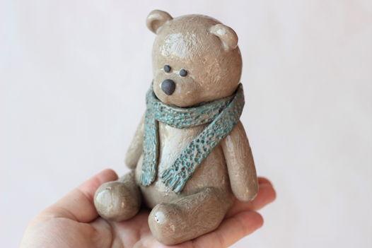 Фигурка керамического Мишки ручной работы, серый с голубым шарфом