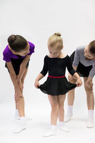 Детская юбка на запах черная с контрастным красным поясом для балета