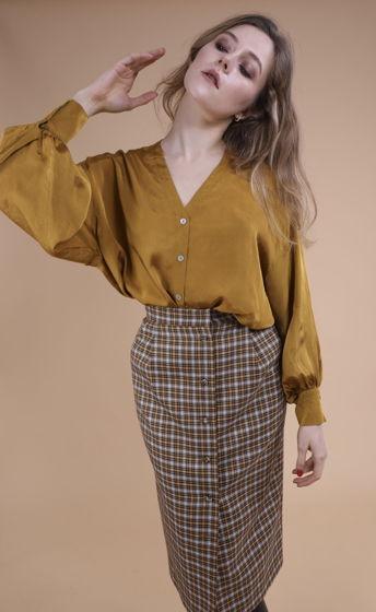 Клетчатая прямая юбка с застёжкой спереди