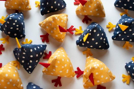 Цыплята и кукушата - тактильные мешочки.