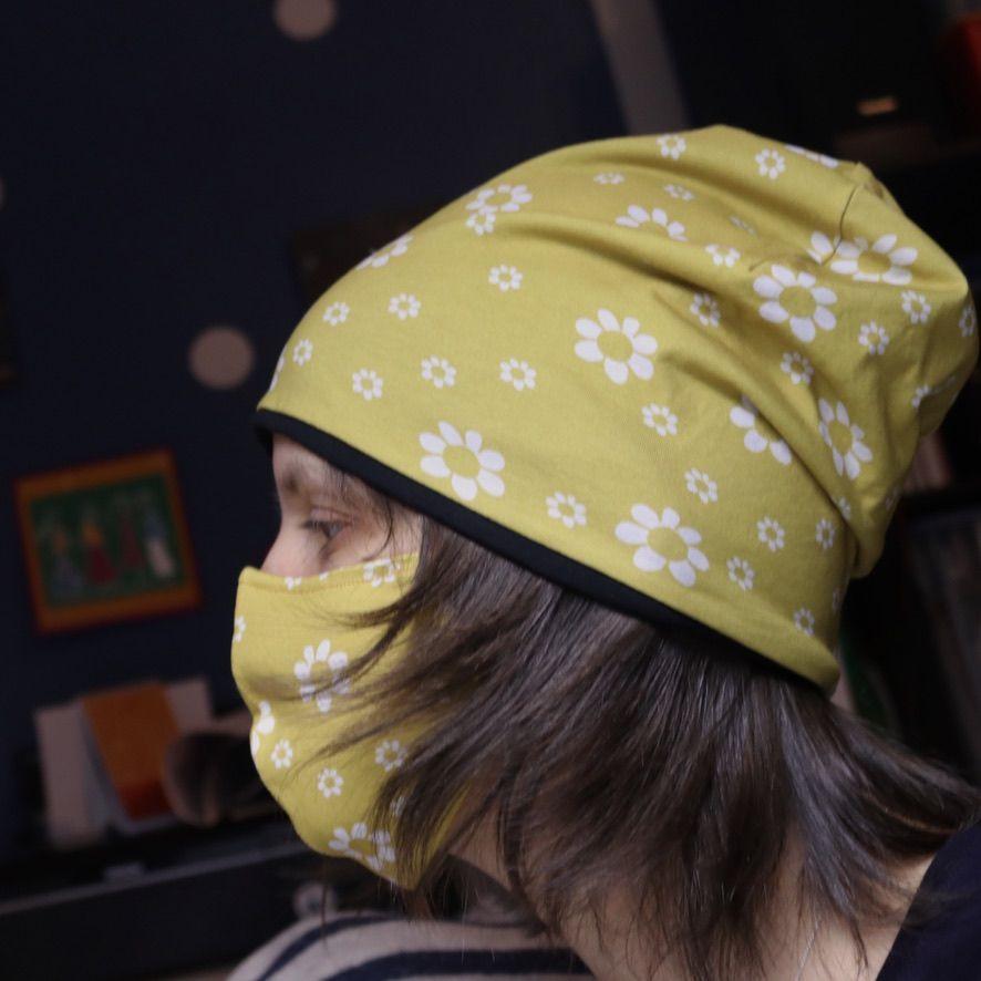 """Набор из трикотажной шапки и маски """"Желтые ромашки"""". Шапка двусторонняя с теплым из футера с начесом."""