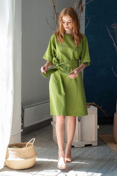 Платье  А-силуэта с поясом, зелёное
