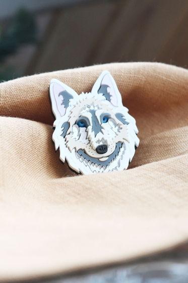 Брошь Белый Волк, Siberia / органическое стекло