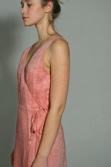 Платье на запахе изо льна