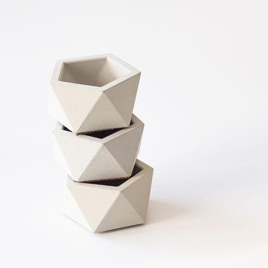 Кашпо из бетона Пятиугольник М