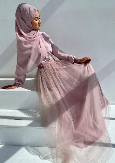 Пыльно розовое длинное платье с юбкой