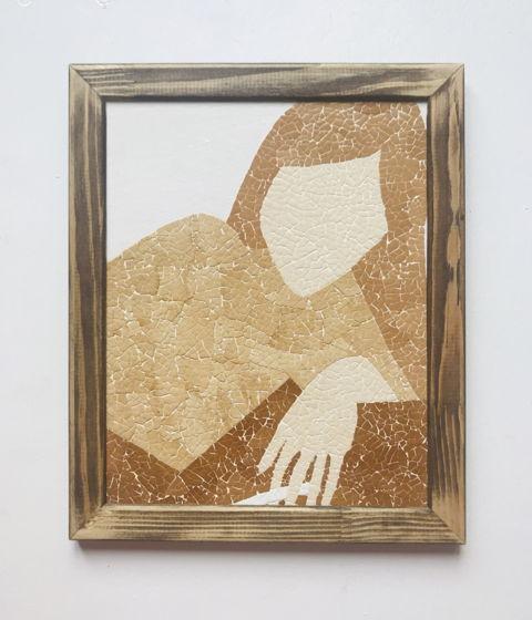 """Картина """"Девушка с сигаретой»  ручной работы из яичной скорлупы натуральных оттенков"""