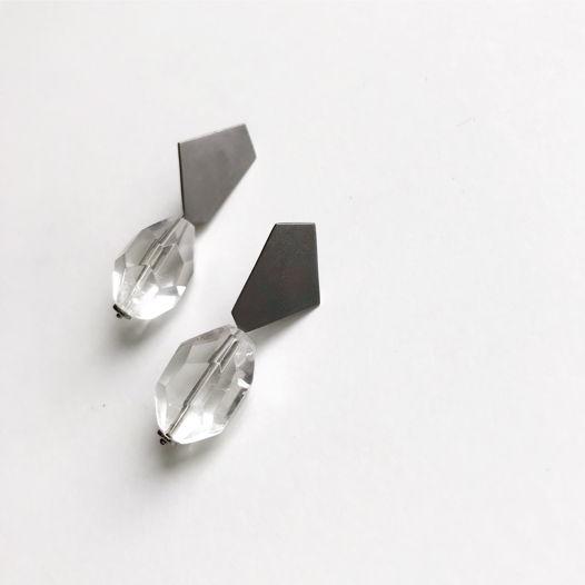 Серьги пусеты Crystal из серебра и хрусталя. Серебро, черный родий, горный хрусталь