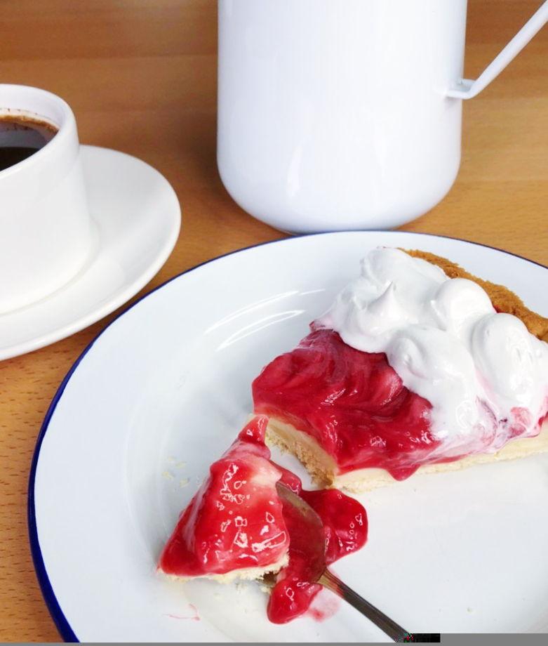 Песочный тарт с кремом пломбир и ягодами