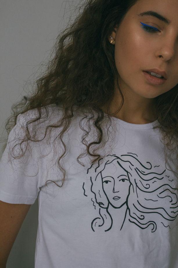Белая женская хлопковая футболка «Венера»