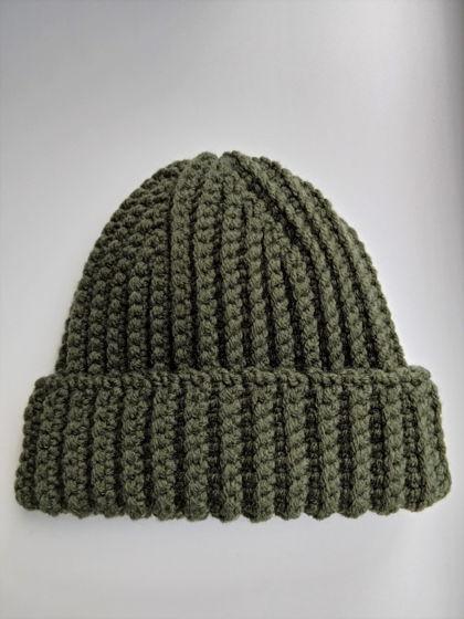 Зимняя шапка бини цвета хаки