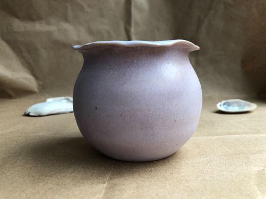 Маленькая круглая ваза из керамики