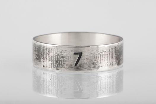 Серебряное кольцо «Семь»