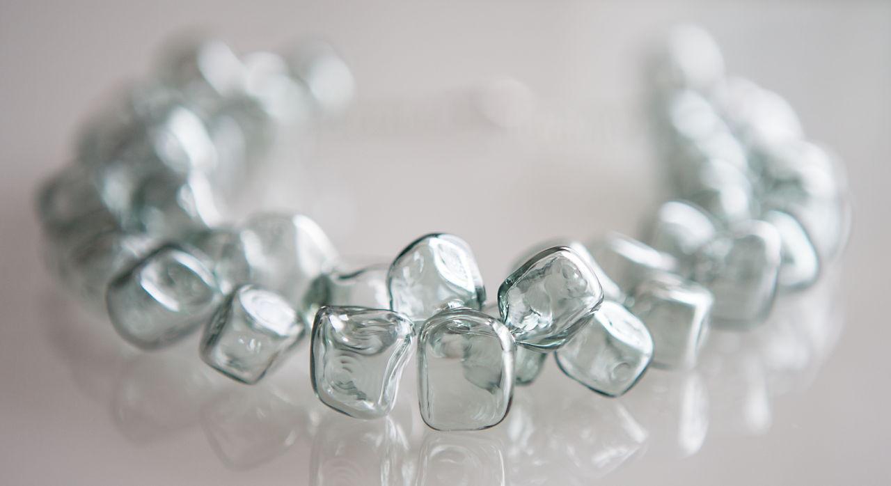 """Ожерелье из стеклянных бусин-кубиков """"Фельдграу"""""""
