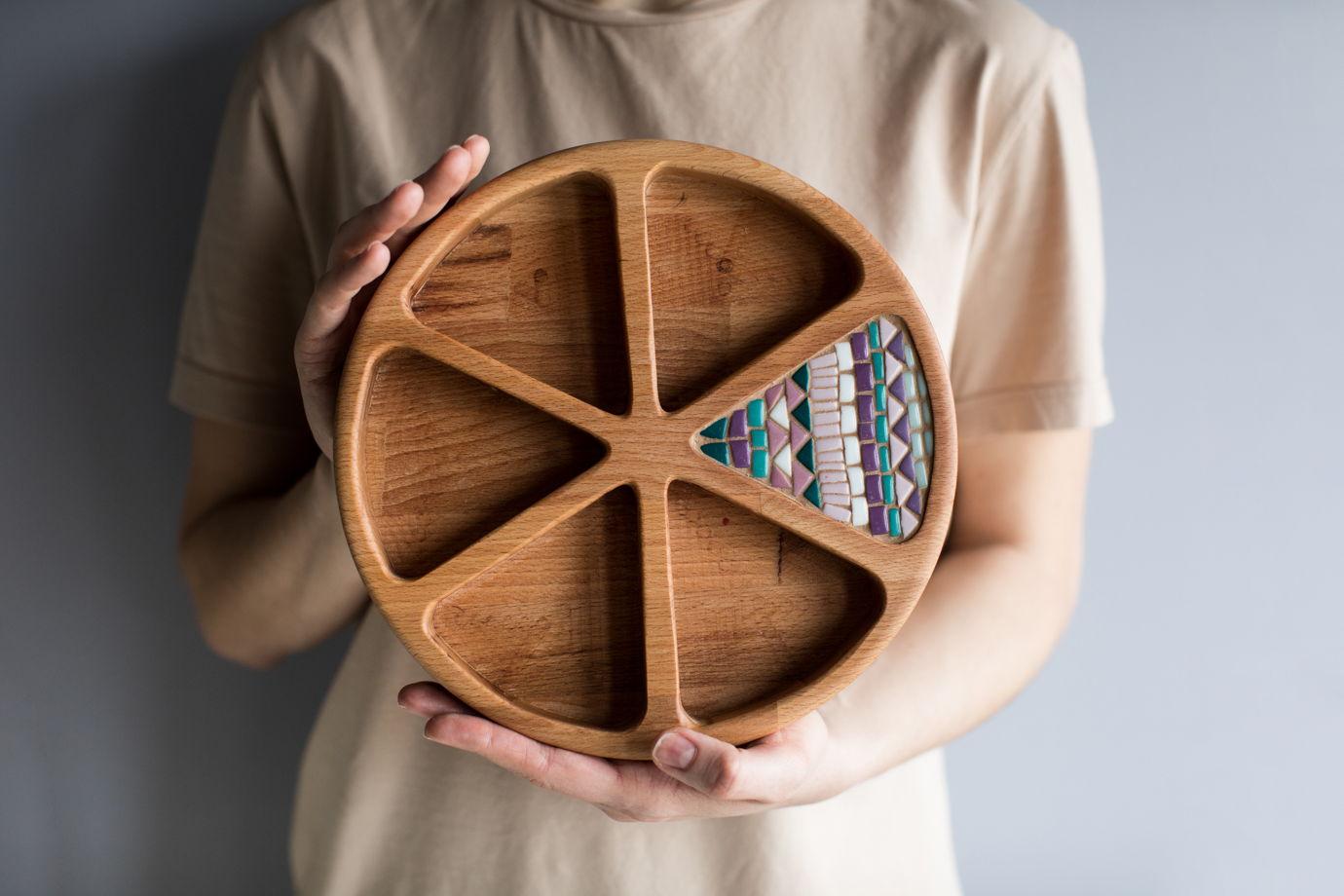 Менажница круглая с треугольными делениями и мозаикой