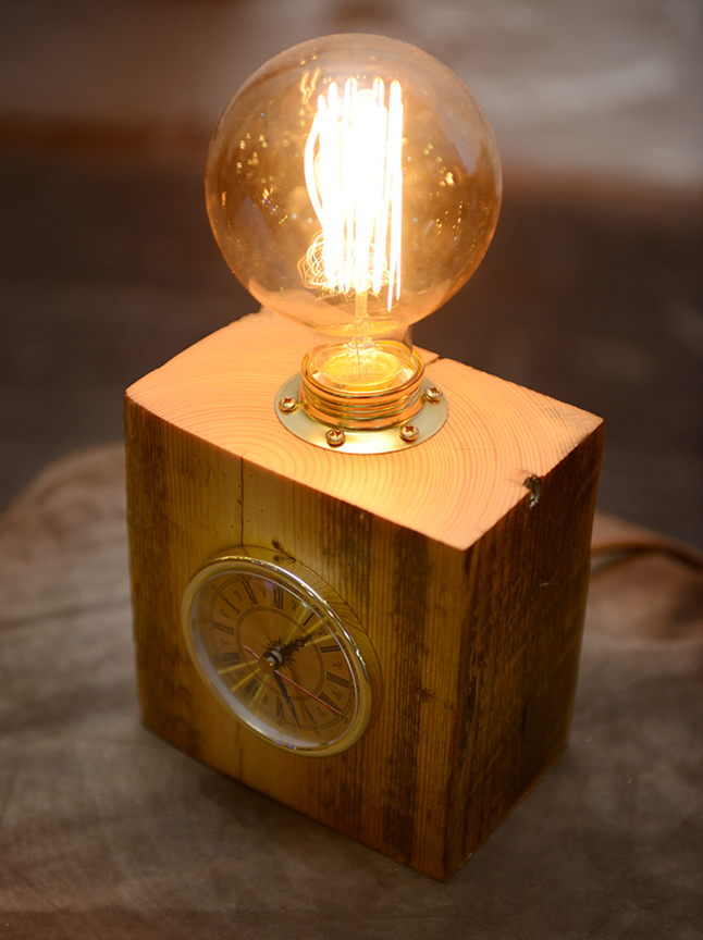 светильник настольный с часами