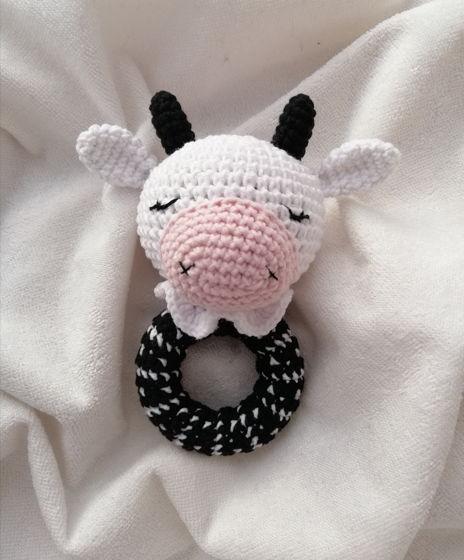 Вязаная крючком погремушка-грызунок Коровка для новорождённых