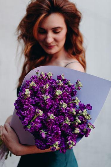 Монобукет из фиолетовой маттиолы