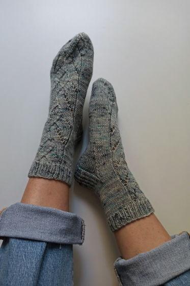 Серо-голубые носки ручной работы