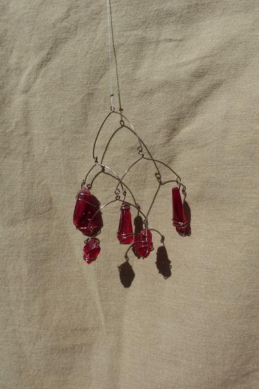 """Интерьерная подвеска из эпоксидной смолы - Мобиль с кристаллами """"Руби"""""""