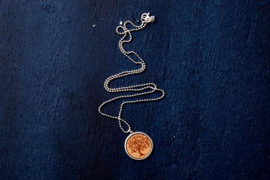 Колье из серебра 925 пробы со вставкой Вишни
