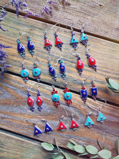 Тибетские серебряные серьги с отделкой натуральными камнями