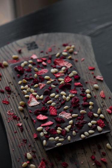Плитки темного бельгийского шоколада ручной работы