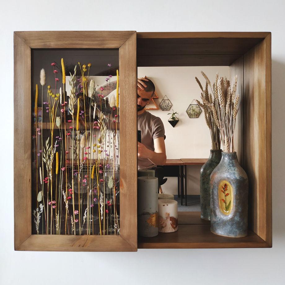 """Шкафчик - зеркало из массива дерева с дверцей - гербариумом """"Skāpchik"""" 62*72 см"""