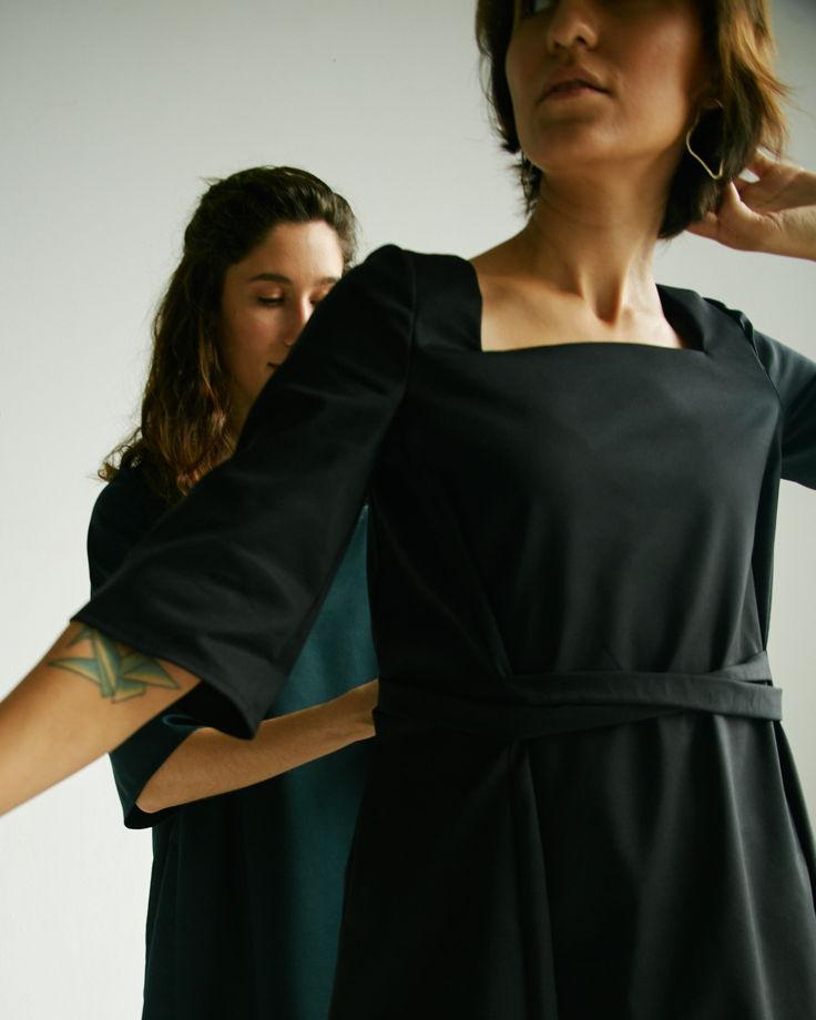 Платье-трансформер с квадратным вырезом в черном цвете
