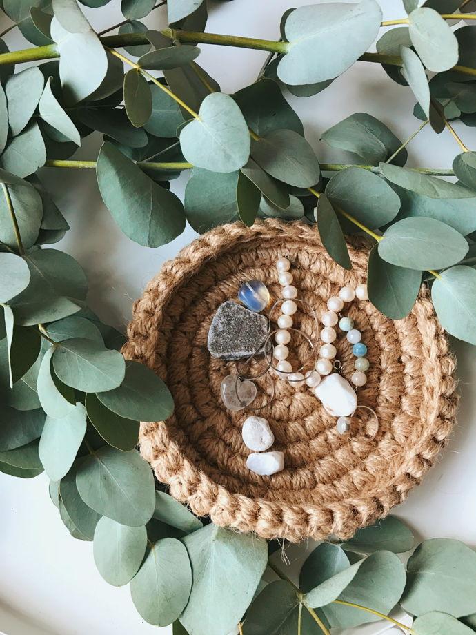 Подставка для украшений ручной работы из джута