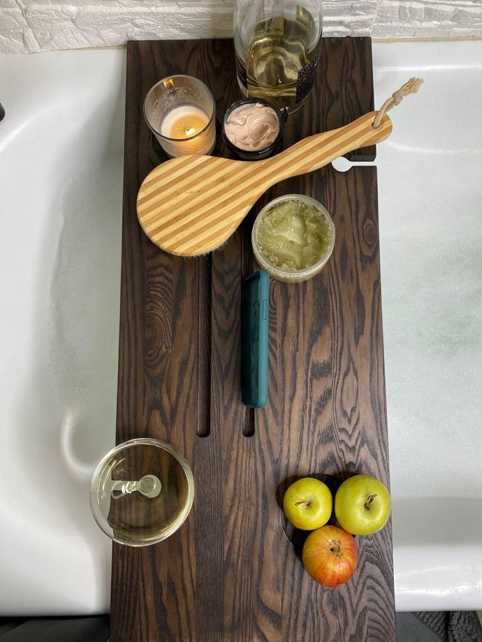 Полка для ванной темная из дерева