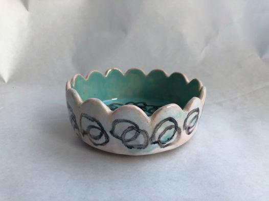 Керамическая пиала необычной формы