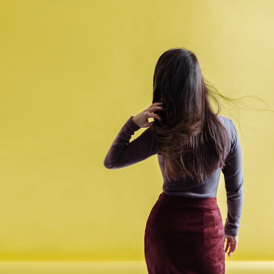 Замшевая бордовая юбка-миди с запахом