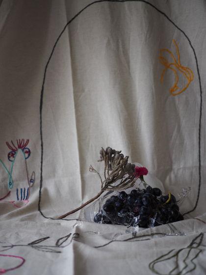 Скатерть с интуитивной вышивкой