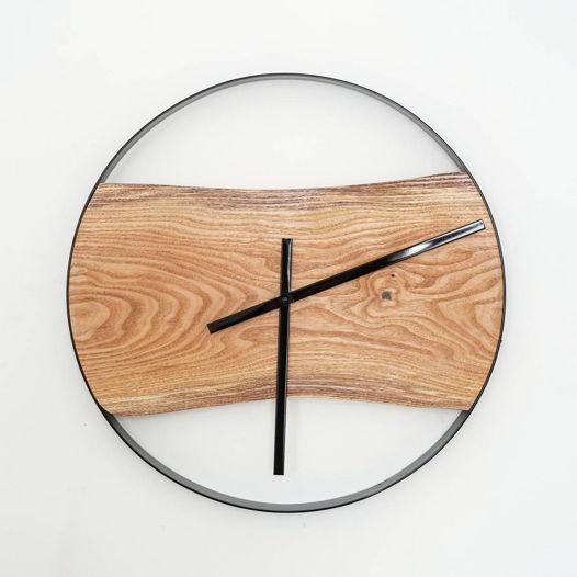Часы с черной металлической окантовкой, большие