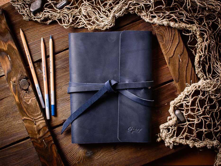 Скетчбук -MYSTERY- со сменными тетрадями в кожаной обложке цвет Синий Океан