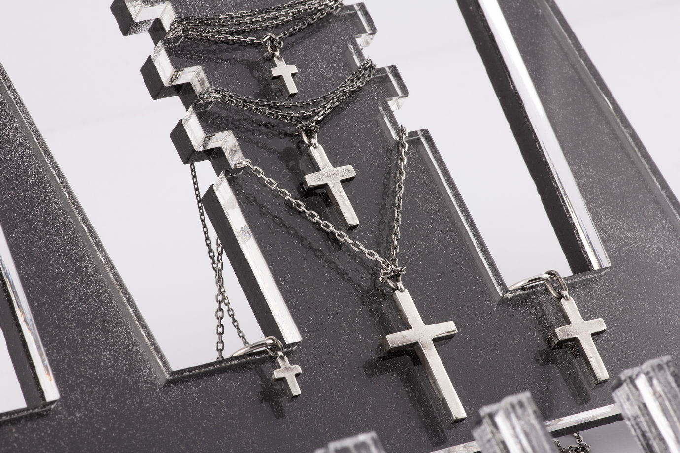 Малая серебряная серьга-крест