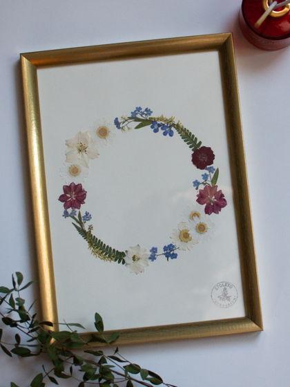Домашний декор: гербарий в золотой раме