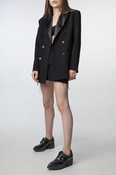 Женский чёрный пиджак прямого силуэта с атласными лацканами и плечиками ручной работы Fari Levich