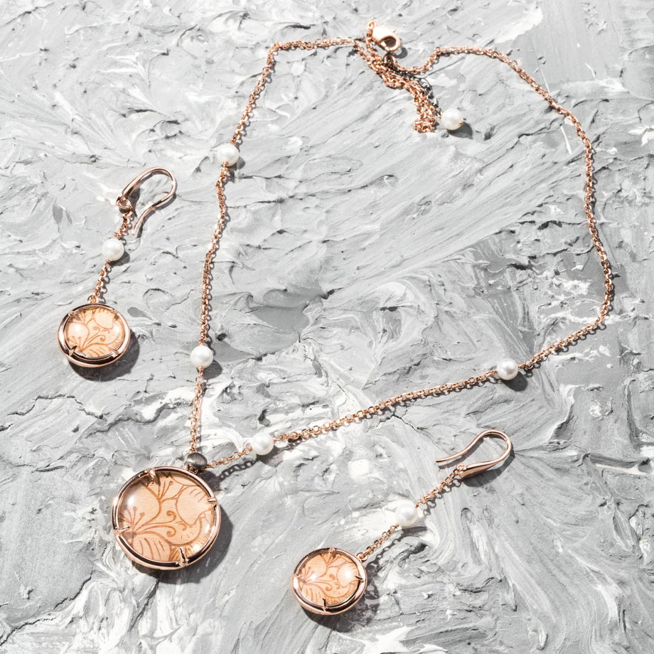 Колье из бронзы на основе меди и палладия, покрытой розовым золотом