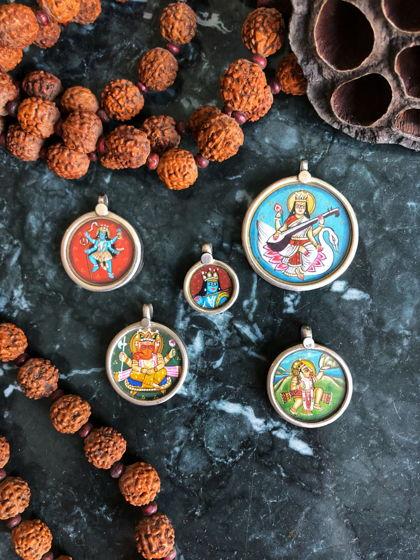 Серебряные кулоны с индийскими божествами