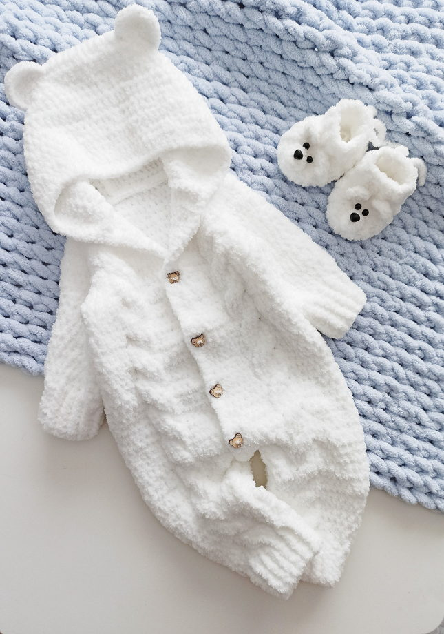 Комплект Белый Мишка. Плед, комбинезон , пинетки , шапочка, рукавички и игрушка.